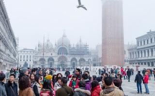 Venezia, turisti cinesi insultati e presi a sputi da bambini: razzismo da coronavirus?