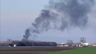 Padova, alta colonna di fumo nero visibile a diversi chilometri: fiamme in una fabbrica