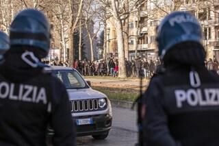 Migranti, nuova rivolta al Cpr di Torino: feriti cinque agenti