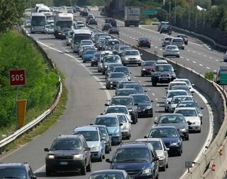 Firenze, tamponamento tra quattro camion: 9 chilometri di coda in A1 tra Aglio e Calenzano