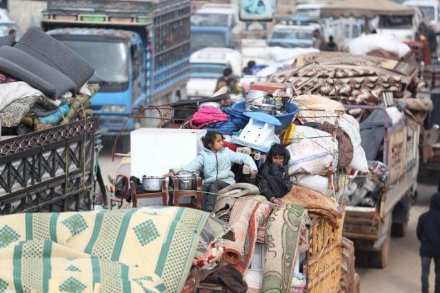 Quasi 50mila persone hanno dovuto lasciare le loro case nella provincia di Idlib (Gettyimages)