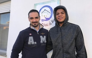 La storia di Ibrahim: scampato alle torture in Libia e a un naufragio, ora studia per diventare chef