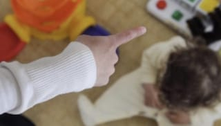 Alessandria, bimbo disabile di 8 anni maltrattato a scuola dall'insegnante: maestra interdetta