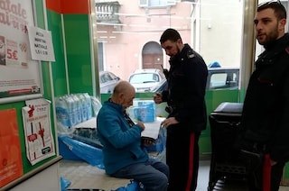 Casale Monferrato, 80enne perde il portafoglio con la pensione: anziano lo trova e restituisce