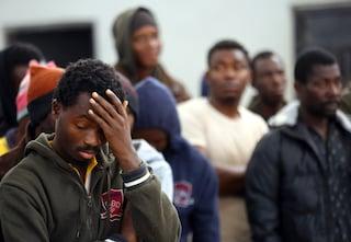 """Migranti, 55 respinti in Libia. La denuncia delle Ong: """"Riportati a guerra, torture e stupri"""""""