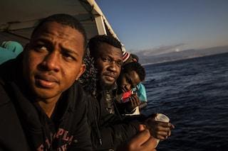 """Migranti, Ocean Viking sbarcherà a Pozzallo: """"Sollievo a bordo, dopo la fuga da violenze in Libia"""""""