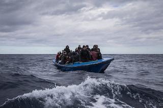Migranti, la Ocean Viking salva 92 persone: tra loro 19 bambini non accompagnati