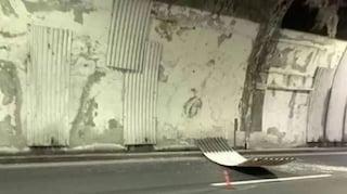 Genova, si stacca un pezzo di volta dalla galleria dell'autostrada A10, nessun mezzo coinvolto