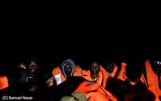 Open Arms salva 158 migranti: oltre 200 naufraghi in attesa di un porto. Ocean Viking a Taranto