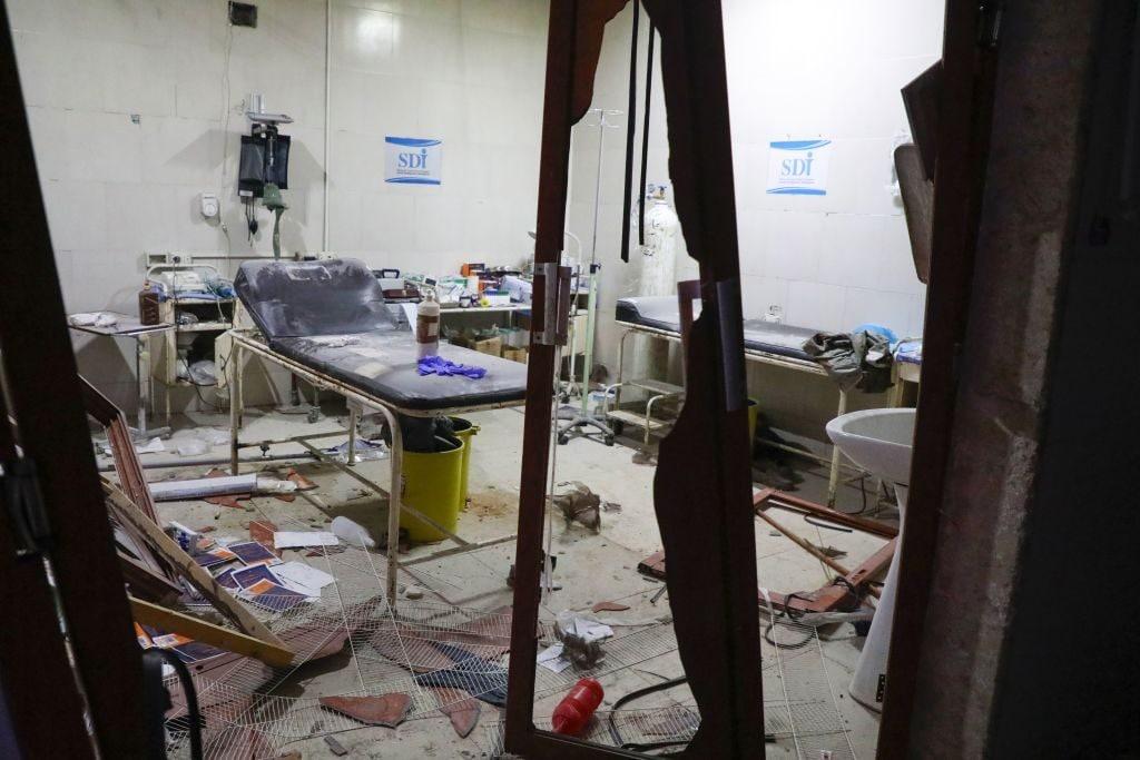 Una stanza dell'ospedale di Ariha colpito da un raid aereo russo nella notte del 29 gennaio (Gettyimages)