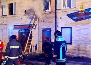 Fermo, dramma in casa: rogo sorprende la famiglia, bimba di 6 anni muore nell'incendio
