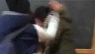 Firenze, studente 15enne non segue la lezione: prof lo schiaffeggia in classe