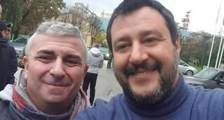 """Fa un selfie con Salvini mentre è """"in malattia"""", licenziato delegato Cgil"""