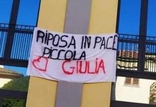Borgo a Mozzano, 14enne morta nell'incendio di casa: folla commossa ai funerali di Giulia