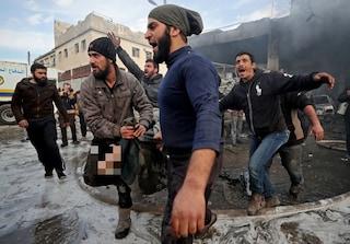 Siria, strage al mercato di Idlib: 21 civili massacrati, ci sono anche donne e bambini