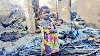 """Camerun, attacco a un villaggio: almeno 22 morti, metà sono bambini. """"Bruciati vivi"""""""