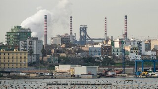 """Taranto, l'ultimatum del sindaco: """"Stop alle emissioni anomale entro 30 giorni o chiudo l'Ilva"""""""