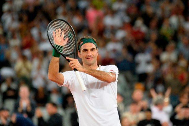 Roger Federer, operazione al ginocchio destro: salta il Roland Garros, torna sull'erba