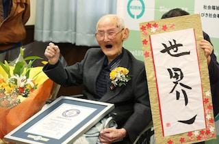 """La lezione di Chitetsu Watanabe, l'uomo più vecchio del mondo: """"Mantenete sempre il sorriso"""""""