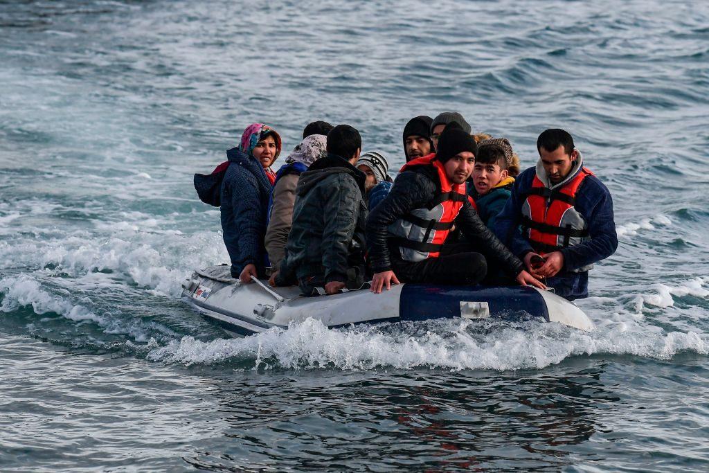 Un gommone con a bordo profughi afghani avvistato il 28 febbraio e diretto all'isola di Lesbo, in Grecia (Gettyimages)