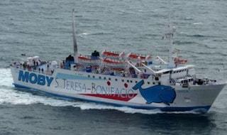 Traghetto Moby urta uno scoglio, squarcio di 8 metri nello scafo: sospese tratte Sardegna-Corsica