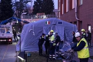 Coronavirus, aumentano i casi di contagio: in Veneto montate tende all'esterno degli ospedali