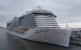 Coronavirus, la nave da crociera Costa Smeralda arrivata a Savona: via ai controlli sanitari