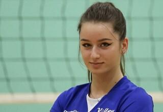 Carlotta ha vinto la partita più difficile, la pallavolista 19enne torna in campo dopo il tumore