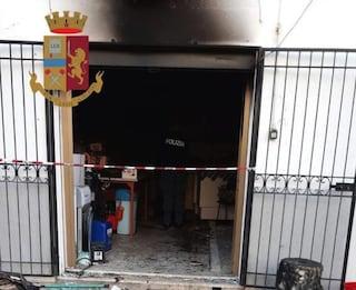 Fa esplodere la casa di moglie e figli e tenta di fuggire in Brasile, fermato a Paola