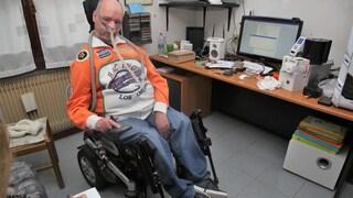 """Stefano, malato di distrofia muscolare, rinuncia all'eutanasia: """"Voglio vivere per vedere New York"""""""