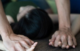 Torino, ventenne stuprata in un vagone abbandonato alla stazione