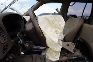 Pisa, neonato morto dopo lo scoppio dell'airbag: indagati i genitori