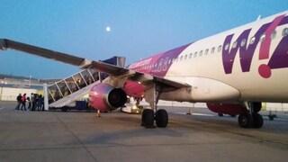 Coronavirus, si cercano i 200 passeggeri di due voli Wizz Air: hanno viaggiato con due contagiati