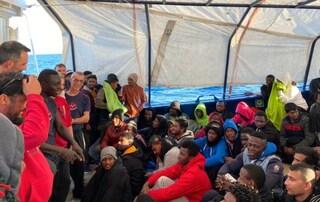 Migranti, i 158 sulla Aita Mari sbarcheranno a Messina: assegnato il porto sicuro