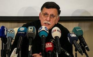 """Libia, al-Sarraj si ritira dai colloqui di Ginevra dopo raid su Tripoli. Onu: """"Situazione fragile"""""""