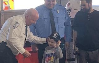 Noah, il bimbo eroe che a 5 anni ha salvato la sorellina, il cane e l'intera famiglia dall'incendio