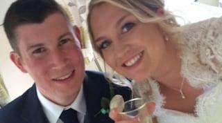 Morì 3 ore dopo la nascita della figlia: la moglie e le bimbe realizzano la sua lista di desideri