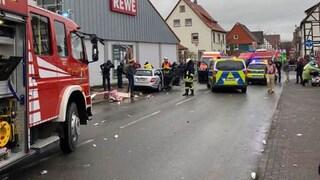 Germania: auto piomba sulla folla al corteo di Carnevale, persone a terra e diversi feriti