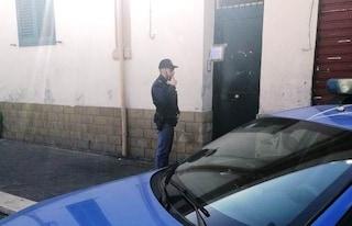 Novantenne chiede aiuto in strada, la polizia scopre che era scappato da una casa di riposo abusiva