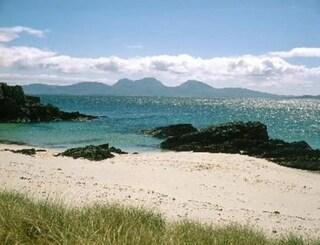 """Scozia, cercasi medico su un'isola abitata da 135 persone: """"Richiesto spirito di avventura"""""""