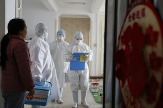 """Coronavirus, a Hong Kong condominio in quarantena: """"Possibile trasmissione attraverso i tubi"""""""