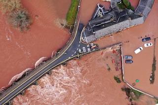La tempesta Dennis infuria sul Nord Europa, 3 morti nel Regno Unito. E minaccia anche l'Italia