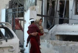 Siria, sempre peggio: bombe contro scuole a Idlib, morti 7 bambini e tre maestri