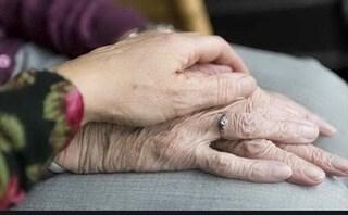 Novara, vedova muore di crepacuore in chiesa durante i funerali del marito