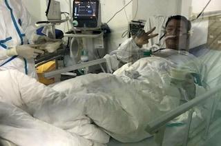 Morto a Wuhan Peng Yinhua, medico eroe che aveva rinviato le nozze per sconfiggere il Coronavirus