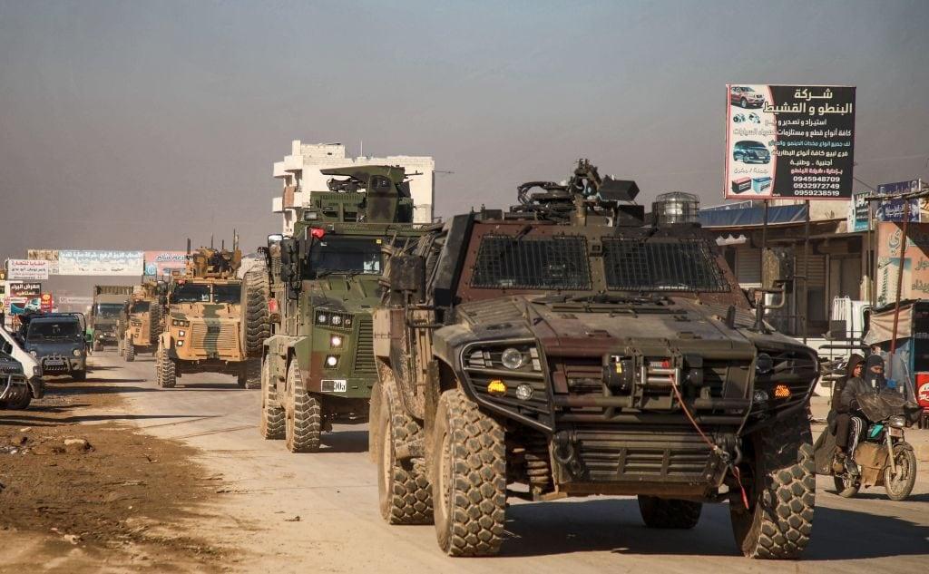 Mezzi militari turchi ad Al Dana, nella Siria nord–occidentale (Gettyimages)