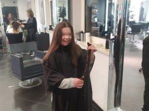 Sheona con i suoi capelli appena tagliati