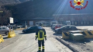 Cuneo, vento scoperchia lo stabilimento dell'acqua Sant'Anna: produzione bloccata