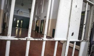 Torture sui detenuti nel carcere di Sollicciano, 3 poliziotti arrestati e sei indagati a Firenze