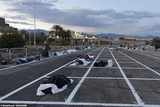 Emergenza Covid-19, negli Usa linee sull'asfalto per distanziare i senzatetto accolti nei parcheggi